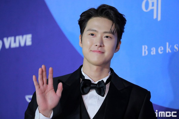 Dàn sao hạng A quyền lực K-biz đổ bộ thảm đỏ Baeksang 2019: Chị đại Kim Hye Soo vẫn là nhất - Ảnh 25.