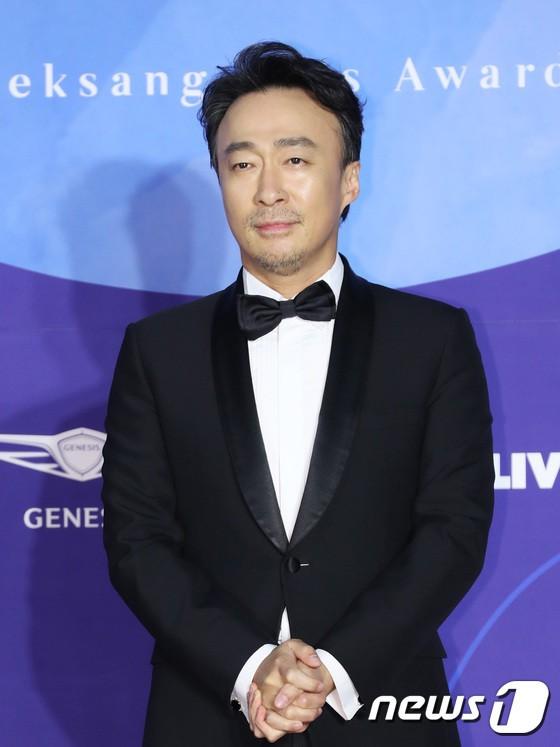 Dàn sao hạng A quyền lực K-biz đổ bộ thảm đỏ Baeksang 2019: Chị đại Kim Hye Soo vẫn là nhất - Ảnh 19.