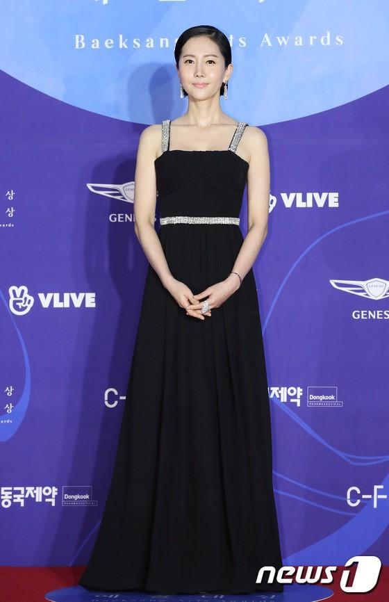 Dàn sao hạng A quyền lực K-biz đổ bộ thảm đỏ Baeksang 2019: Chị đại Kim Hye Soo vẫn là nhất - Ảnh 8.
