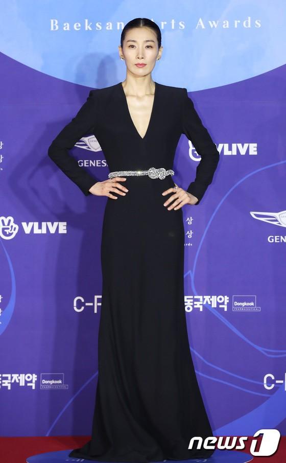 Dàn sao hạng A quyền lực K-biz đổ bộ thảm đỏ Baeksang 2019: Chị đại Kim Hye Soo vẫn là nhất - Ảnh 6.