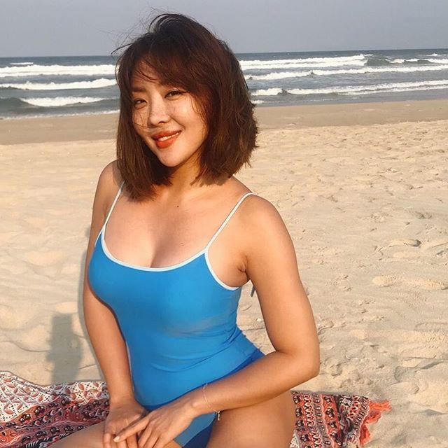 Gây trầm trồ trước nhan sắc trẻ trung và body siêu nóng bỏng, không dám tin nữ idol Kpop này đã gần 40 tuổi - Ảnh 4.