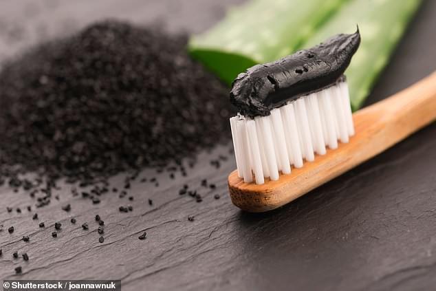 Sốc: Kem đánh răng từ than hoạt tính không có tác dụng giúp trắng răng và bảo vệ răng khỏi bị sâu mà còn làm hại men răng - Ảnh 3.
