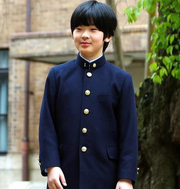 Kẻ đặt dao ở ngăn bàn học của Hoàng tử Hisahito, người kế vị cuối cùng của hoàng gia Nhật khai nhận động cơ chính khiến ai cũng rùng mình ghê rợn - Ảnh 2.