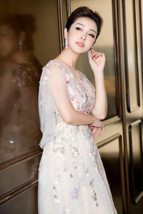 Vì sao lấy chồng giàu, gia thế khủng, Jennifer Phạm vẫn làm việc cật lực đến mức ngất xỉu - Ảnh 1.