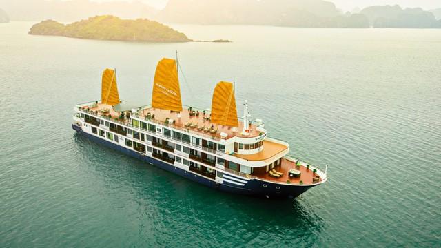 Du thuyền ngủ đêm, xu hướng du lịch mới của người Việt - Ảnh 1.