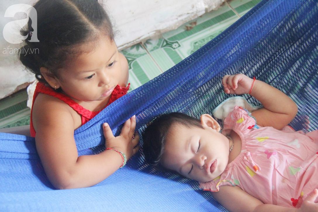 Bé gái 1 tuổi co giật liên tục đến mức méo miệng, người mẹ trẻ khóc cạn nước mắt cầu xin một cơ hội sống cho con - Ảnh 11.
