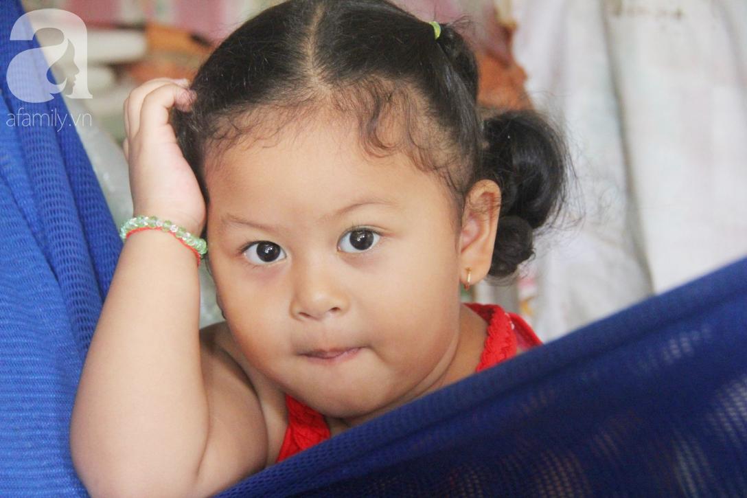Bé gái 1 tuổi co giật liên tục đến mức méo miệng, người mẹ trẻ khóc cạn nước mắt cầu xin một cơ hội sống cho con - Ảnh 12.