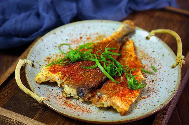 Mát trời làm món cá nướng chảo thơm ngon tuyệt đối - Ảnh 5.