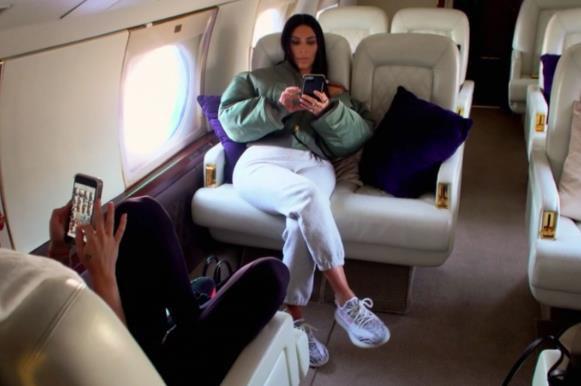 Kim Kardashian và Công nương Hoàng gia Anh Kate Middleton giống nhau bất ngờ: Từ lối sống sang chảnh cho đến mẹ ruột, con cái - Ảnh 7.