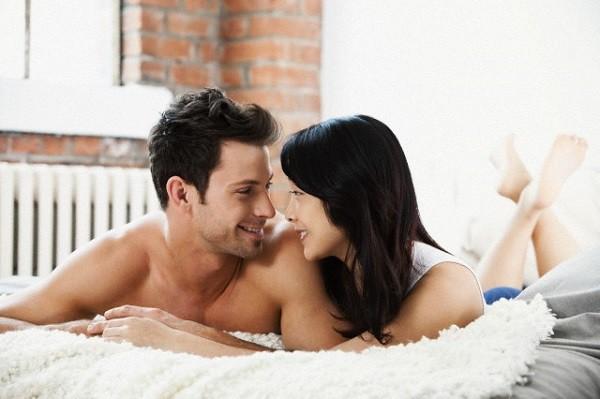 Hơn một năm nay, mỗi lần gần gũi nhau, chồng tôi luôn tìm cách tránh né vòng một của vợ - Ảnh 1.