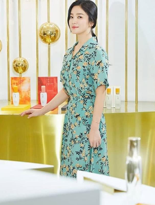 Sau lùm xùm ly hôn, đại mỹ nhân xứ Hàn Song Hye Kyo lộ mặt già nua lão hóa khi dự sự kiện - Ảnh 3.