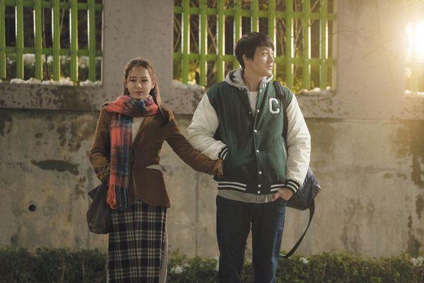 Hóa ra Be With You là bộ phim se duyên cho So Ji Sub và bạn gái, lại còn ngay trước mắt Son Ye Jin nữa chứ - Ảnh 9.