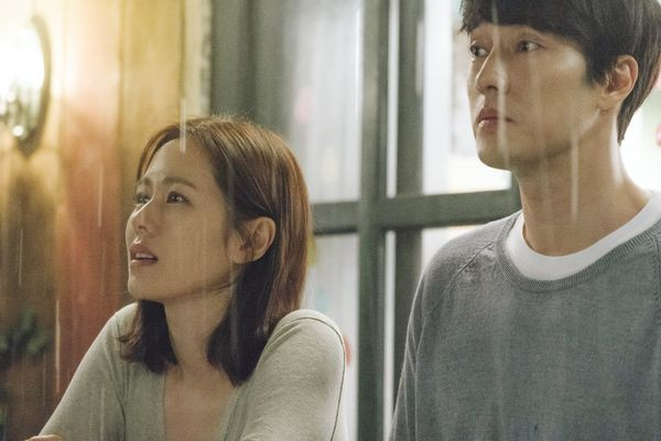 Hóa ra Be With You là bộ phim se duyên cho So Ji Sub và bạn gái, lại còn ngay trước mắt Son Ye Jin nữa chứ - Ảnh 3.