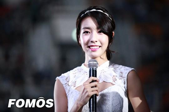 Bạn gái kém 17 tuổi của So Ji Sub hóa ra lại cực kỳ nổi tiếng tại Hàn Quốc và thậm chí được tôn là nữ thần  - Ảnh 17.