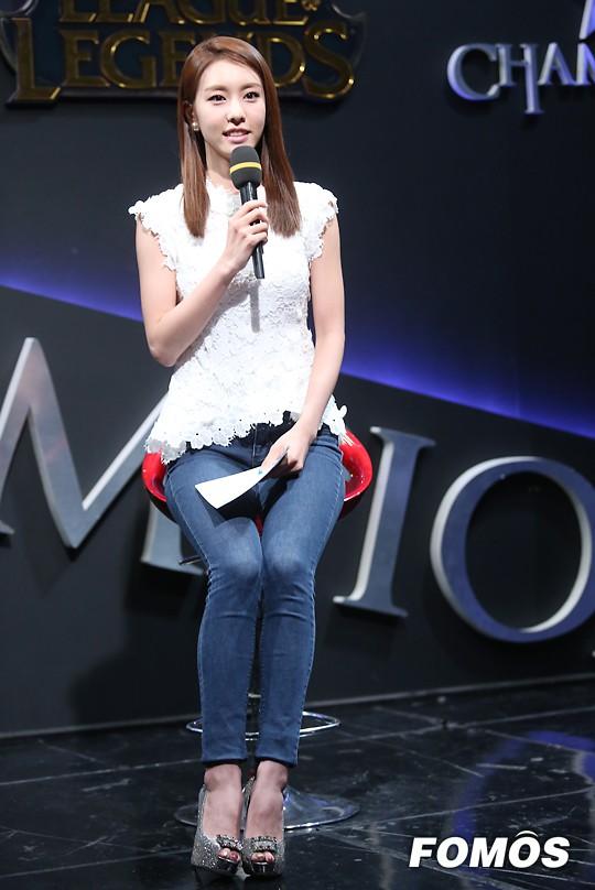 Bạn gái kém 17 tuổi của So Ji Sub hóa ra lại cực kỳ nổi tiếng tại Hàn Quốc và thậm chí được tôn là nữ thần  - Ảnh 18.