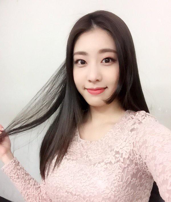 Bạn gái kém 17 tuổi của So Ji Sub hóa ra lại cực kỳ nổi tiếng tại Hàn Quốc và thậm chí được tôn là nữ thần  - Ảnh 3.