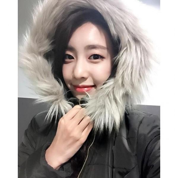 Bạn gái kém 17 tuổi của So Ji Sub hóa ra lại cực kỳ nổi tiếng tại Hàn Quốc và thậm chí được tôn là nữ thần  - Ảnh 21.