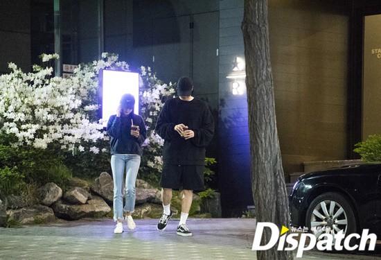 Cận ảnh hình ảnh hẹn hò của So Ji Sub và bạn gái phóng viên: Nam thanh nữ tú bên nhau, không khác gì một bộ phim lãng mạn - Ảnh 5.