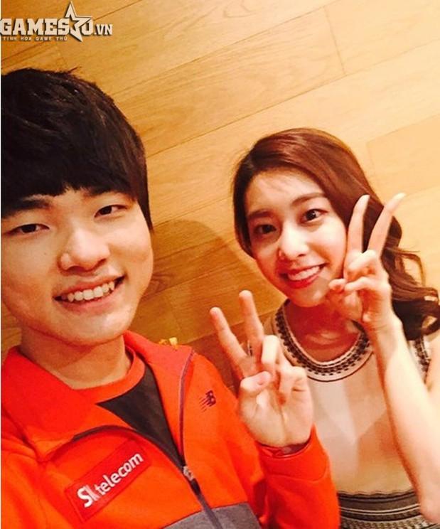Bạn gái kém 17 tuổi của So Ji Sub hóa ra lại cực kỳ nổi tiếng tại Hàn Quốc và thậm chí được tôn là nữ thần  - Ảnh 4.