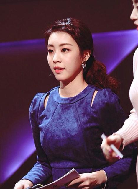 Bạn gái kém 17 tuổi của So Ji Sub hóa ra lại cực kỳ nổi tiếng tại Hàn Quốc và thậm chí được tôn là nữ thần  - Ảnh 23.