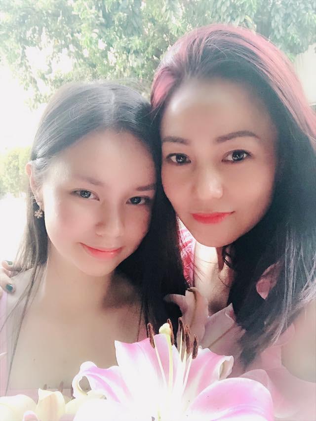 Diễn viên Nguyễn Phương Trà My và mẹ - Ảnh 1.