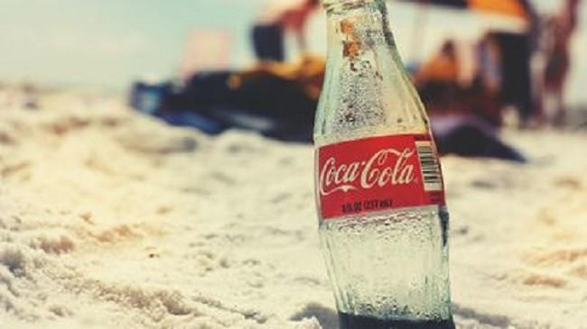 Coca-Cola đứng đầu bảng xếp hạng các thương hiệu làm rác bãi biển, McDonald góp mặt trong Top 4 - Ảnh 1.