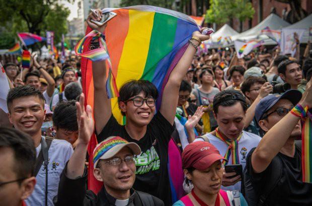 Chùm ảnh: Hàng trăm người vỡ òa cảm xúc khi Đài Loan hợp pháp hóa hôn nhân đồng giới, một lần nữa tình yêu lại giành chiến thắng - Ảnh 5.