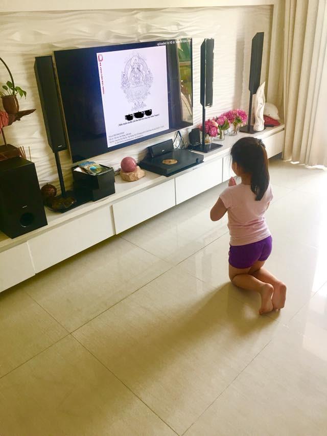 Thủy Tiên muốn xỉu khi con gái nhỏ có vẻ đam mê nghề ăn cướp - Ảnh 3.