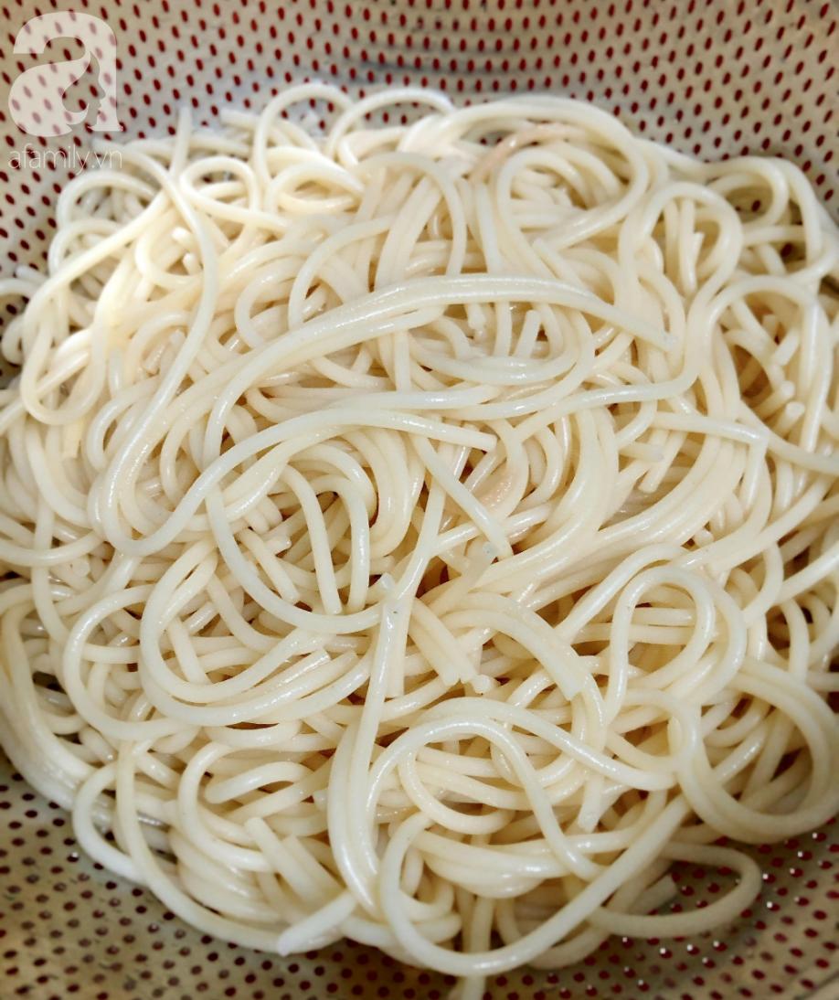 Chẳng phải tốn gần 200k ăn mì Ý bún riêu cua, tôi tự làm vừa ngon lành vừa đảm bảo  - Ảnh 3.