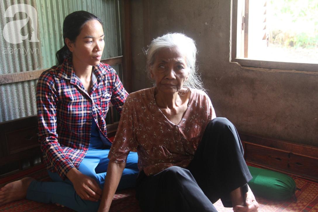 Lời khẩn cầu của người bà 70 tuổi mù một bên mắt, chân bị hoại tử, thối rữa nặng mà không có tiền phẫu thuật - Ảnh 8.