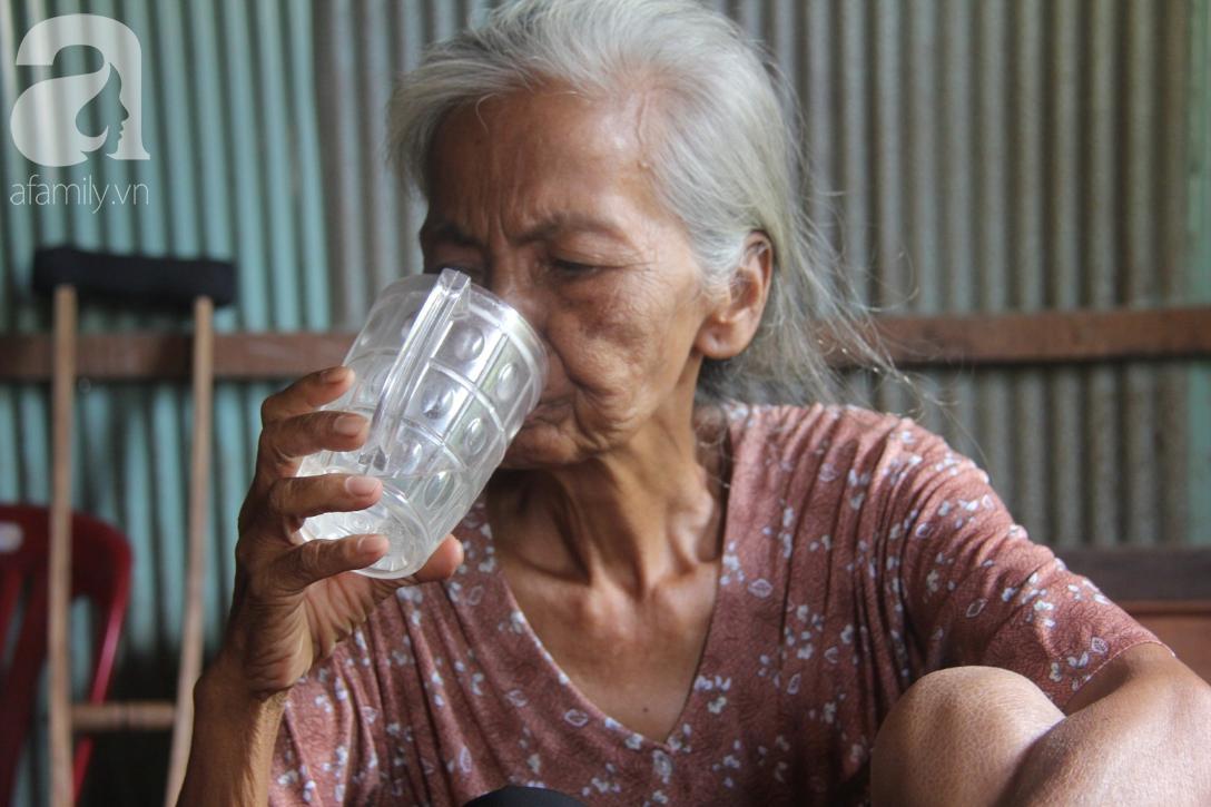 Lời khẩn cầu của người bà 70 tuổi mù một bên mắt, chân bị hoại tử, thối rữa nặng mà không có tiền phẫu thuật - Ảnh 6.