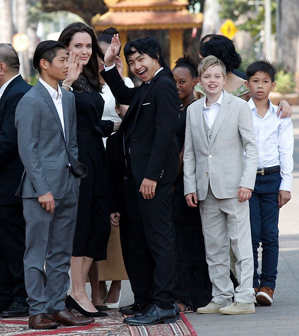Cậu cả Maddox: Từ cậu bé Campuchia mồ côi, thiếu vắng tình thương tới nguyên nhân khiến Angelina Jolie chấm dứt chuyện tình 12 năm với Brad Pitt  - Ảnh 8.