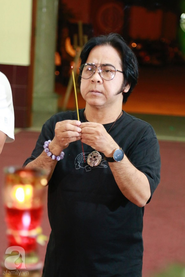 Lội mưa gió, NSƯT Thành Lộc, Minh Hằng và nhiều nghệ sĩ khác vẫn đến lễ viếng cố nghệ sĩ Lê Bình  - Ảnh 14.