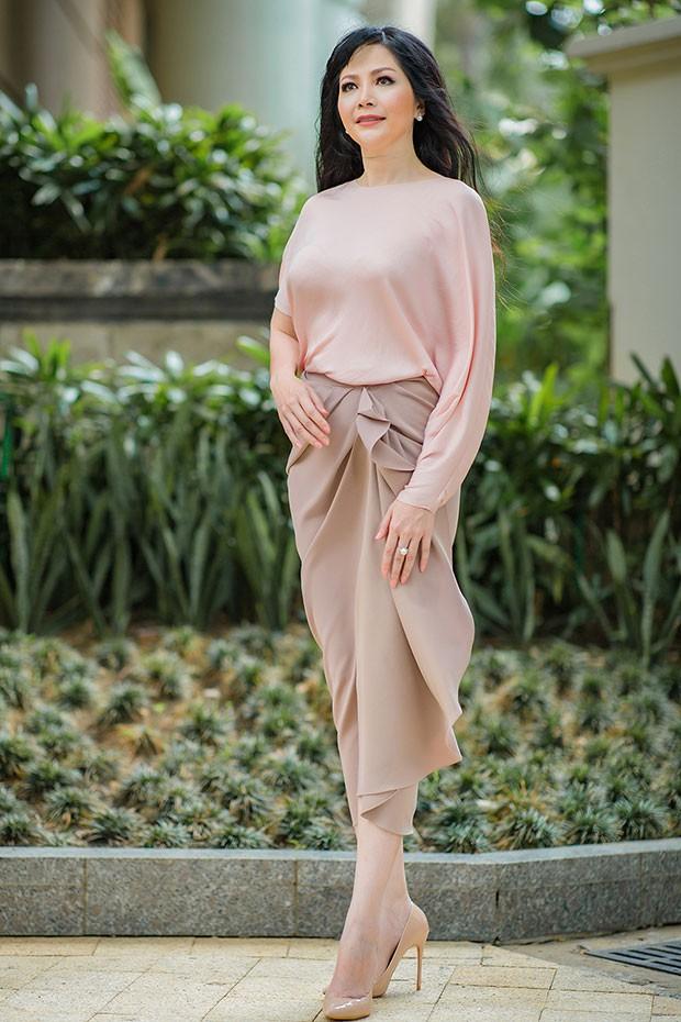 Hoa hậu Thiên Nga: Tiểu thư cành vàng 2 lần đăng quang Hoa hậu, lấy chồng Giáo sư đại học Mỹ nhưng phải chịu nhiều bất hạnh nghiệt ngã - Ảnh 6.