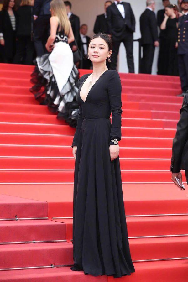 Bức ảnh gây bão weibo hôm nay của Ảnh hậu Mã Tư Thuần: Từ bà cô biến thành mỹ nhân nhờ photoshop - Ảnh 2.