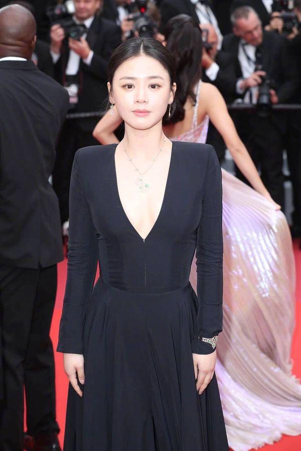 Bức ảnh gây bão weibo hôm nay của Ảnh hậu Mã Tư Thuần: Từ bà cô biến thành mỹ nhân nhờ photoshop - Ảnh 3.