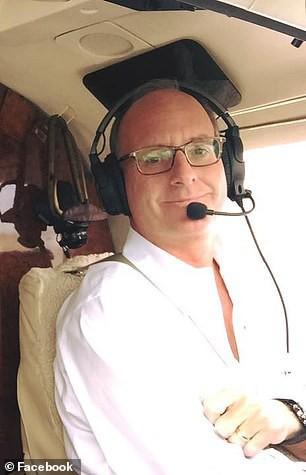 Triệu phú từng mở quỹ từ thiện trẻ em bị phát hiện quan hệ với bé gái 15 tuổi trên phi cơ riêng - Ảnh 1.
