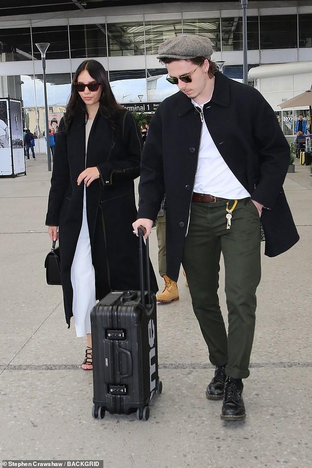 Đặt hình ảnh 2 thế hệ cặp đôi nhà Beckham lên bàn cân: Vợ chồng Vic - Beck thần thái áp đảo cặp đôi của con trai lớn - Ảnh 6.