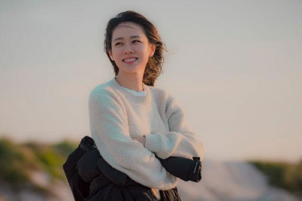 Son Ye Jin - Hyun Bin vào vai nữ thừa kế và quân nhân trong phim của biên kịch Vì sao đưa anh tới - Ảnh 2.