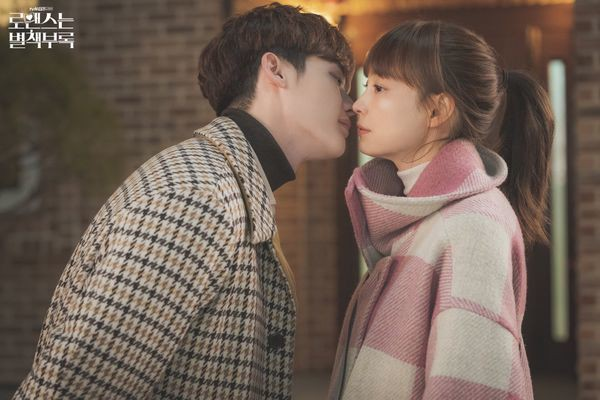 Son Ye Jin - Hyun Bin vào vai nữ thừa kế và quân nhân trong phim của biên kịch Vì sao đưa anh tới - Ảnh 6.