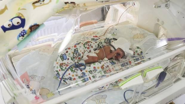 Người mẹ mang thai 5 cực hiếm, lúc lâm bồn các bác sĩ choáng váng khi nhìn thấy điều này vào phút cuối - Ảnh 2.