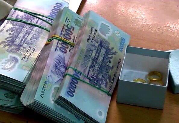 Giúp việc trộm gần 300 triệu đồng, tráo vàng giả lấy vàng thật của gia chủ ở Bình Dương - Ảnh 1.