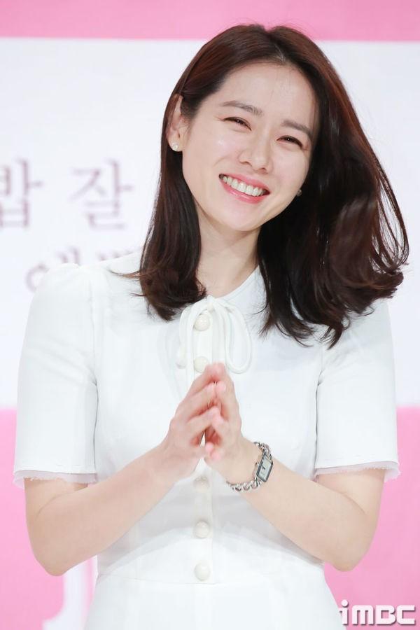 Son Ye Jin - Hyun Bin vào vai nữ thừa kế và quân nhân trong phim của biên kịch Vì sao đưa anh tới - Ảnh 4.