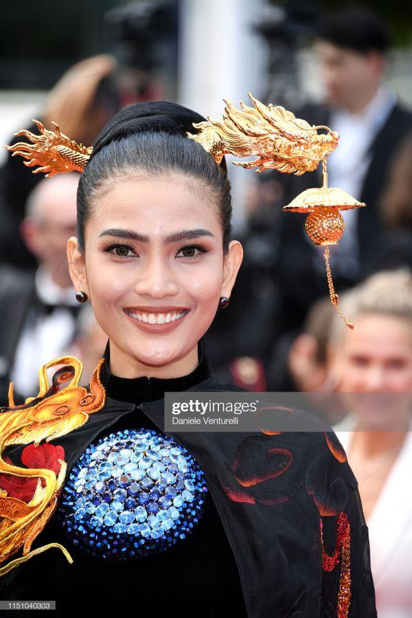 Sau Ngọc Trinh, đến lượt Trương Thị May xuất hiện trên thảm đỏ Cannes khiến truyền thông quốc tế náo loạn  - Ảnh 1.