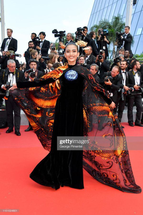 Sau Ngọc Trinh, đến lượt Trương Thị May xuất hiện trên thảm đỏ Cannes khiến truyền thông quốc tế náo loạn  - Ảnh 3.