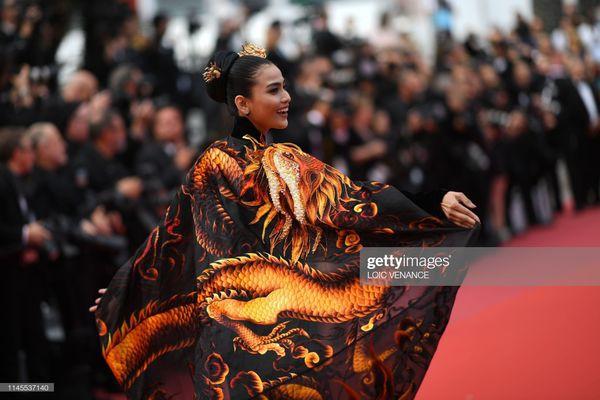 Sau Ngọc Trinh, đến lượt Trương Thị May xuất hiện trên thảm đỏ Cannes khiến truyền thông quốc tế náo loạn  - Ảnh 4.