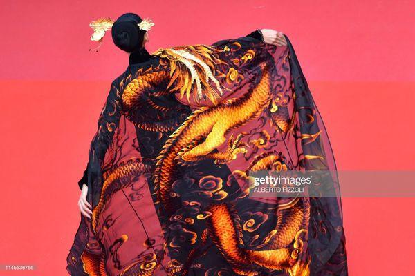 Sau Ngọc Trinh, đến lượt Trương Thị May xuất hiện trên thảm đỏ Cannes khiến truyền thông quốc tế náo loạn  - Ảnh 8.