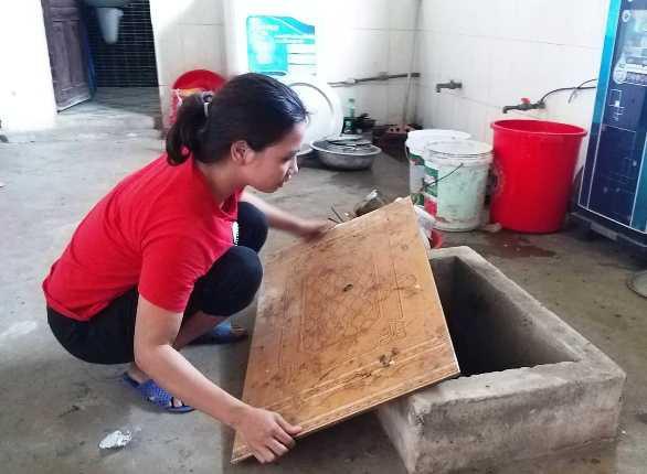 Cụ bà đổ thuốc diệt cỏ xuống giếng nước hàng xóm: Nếu nước có chất độc, có thể khởi tố tội giết người - Ảnh 2.