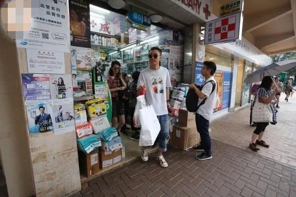 Ngoại tình bung bét, Trương Đan Phong mua siêu xe tặng Hồng Hân để bù đắp  - Ảnh 1.