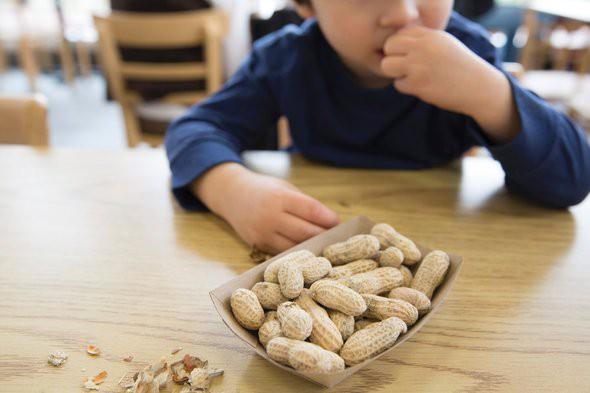 Cho con ăn 5 thực phẩm này trước khi đi ngủ sẽ khiến cả thể chất và não bộ của trẻ bị ảnh hưởng - Ảnh 2.